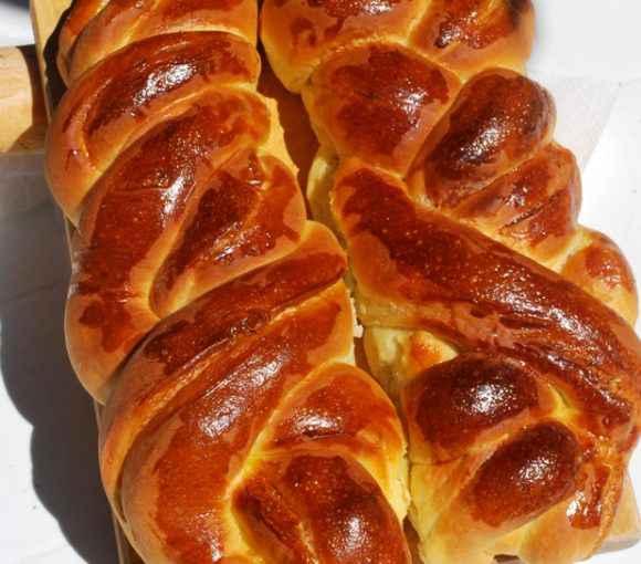 Ricetta per preparare con il Bimby la treccia di pan brioche con speck e asiago
