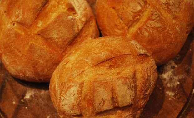 Pane fatto in casa di grano duro (pane pugliese)