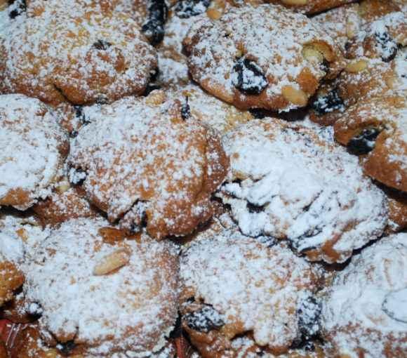 Biscotti con pinoli e uvette