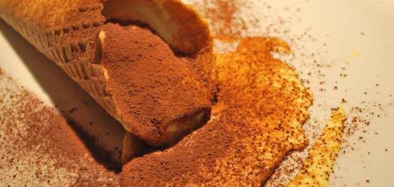 Tiramisu servito in cialda di gelato