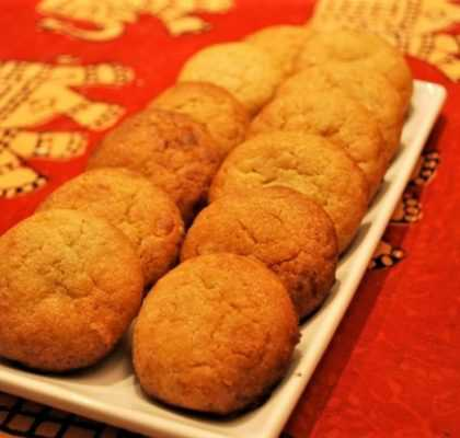 Biscotti alle noci con gocce di cioccolato bianco