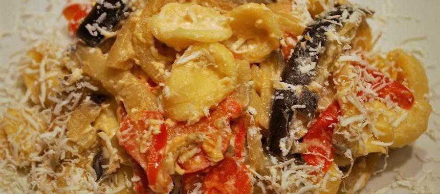 Orecchiette al sugo di melanzane con ricotta e pomodorini