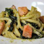 Pasta al salmone, cavolo nero e pistacchi