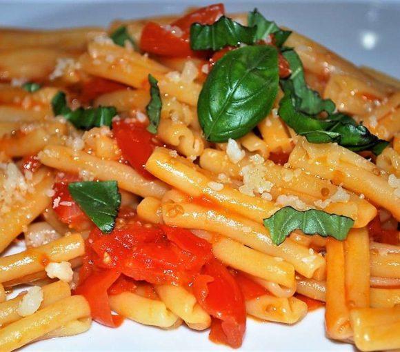 Ricetta primi piatti di pasta - Caserecce al sugo di pomodorini ciliegini