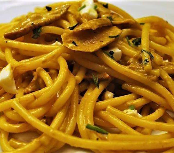 Ricetta bucatini - Pasta allo zafferano e funghi porcini