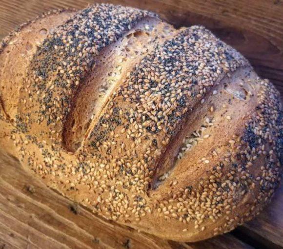 Ricetta pane fatto in casa alla farina di Farro con semi di sesamo e papavero