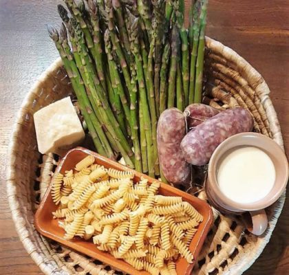 Ricetta pasta al forno con asparagi e salsiccia