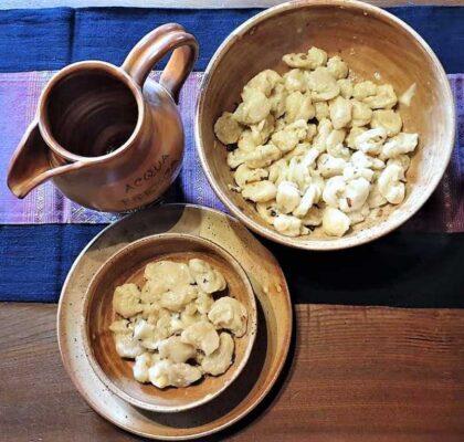 Ricetta gnocchi di acqua e farina al taleggio e cipolla