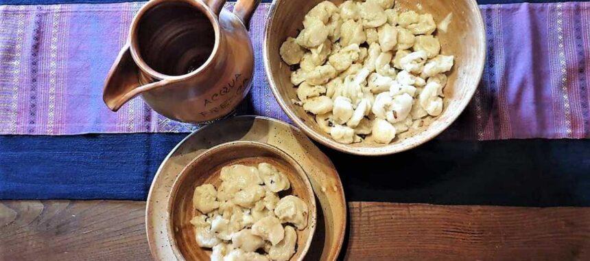 Gnocchi di acqua e farina senza patate al taleggio e cipolla